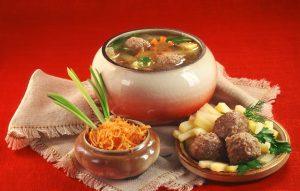Суп с фрикадельками и рисом - вкусно, сытно, быстро!