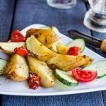 Запеченный с сыром и ароматными травами картофель рецепт