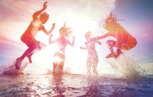 При какой температуре воды можно купаться детям и беременным?