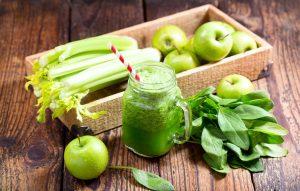 8 полезных продуктов, которые очищают наш организм сельдерей