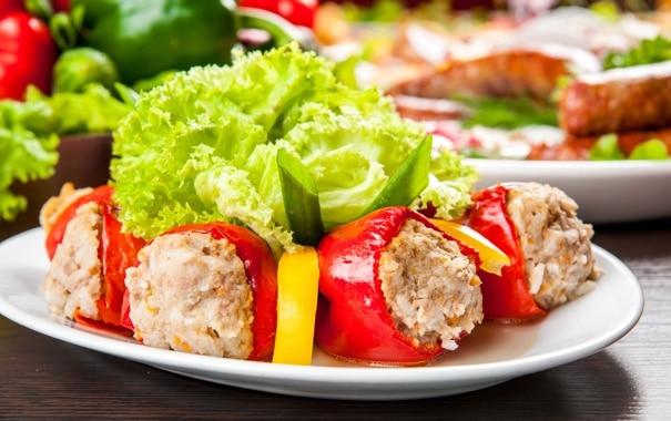 Запеченный сладкий перец с мясом и овощами